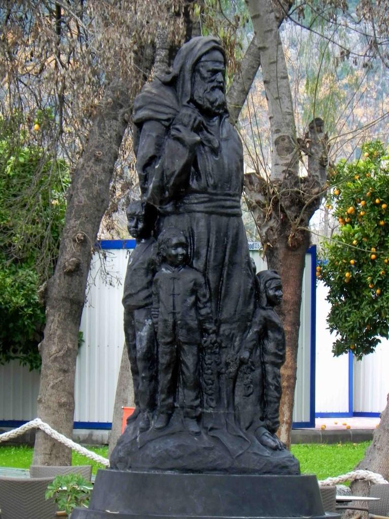 Nikolaus Statue in Demre